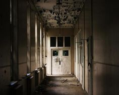 28 Days Later: edgy photos by Urban Explorers