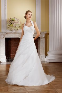 Asymetric Organza dress with embellishment in the one side and with Halter neck. Available in Ivory or White.