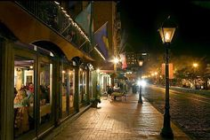 Huey's restaurant on River Street, Savannah, GA