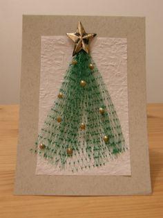 Omatekoinen joulukortti tiivistää tunteet ja välittää terveiset – jopa ostettuakin korttia paremmin. Persoonallisia, kortin antajan itsensä käsissä syntyneitä luomuksia on hauskaa saada. Korttien tekemisestä voi myös innostua ja hyvässä seurassa puuhastelu on vieläpä kaksin verroin hauskempaa. Nyt on hyvä aika ryhtyä tuumasta toimeen – yksin, kaksin tai vielä isommalla porukalla yhdessä. Perhepiirissä tai ystävien kesken …