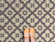 plaktegels, muurstickers, behang en veel interieur ideeën.  http://www.funky-friday.com