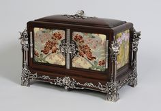 Enamelled and silver mounted box by Jules Auguste Habert-Dys and Fernand Poisson, 1901-1902. From here.