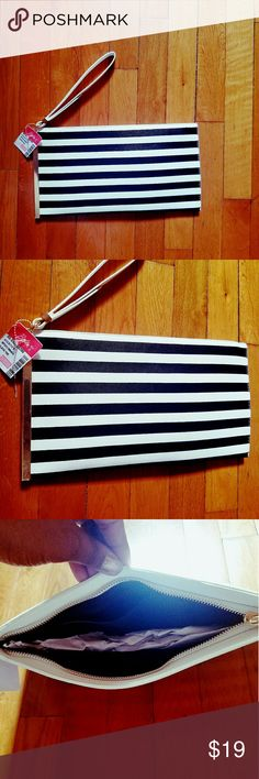 🌴Clutch👜 Brand new With Tags never used super cute! Will hold your phone and whatever else you like. boltons Bags Clutches & Wristlets