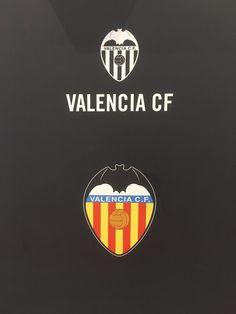 Valencia Club, Samsung Galaxy Phones, Juventus Logo, Football Team, Badges, Soccer, Football Squads, International Soccer, Sport