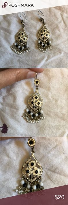 Vintage black & white flower dangle earrings Vintage black & white flower dangle earrings  ❗️2 small stones missing on one earring❗️ other is in perfect condition Vintage Jewelry Earrings