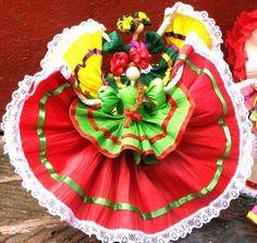 Me encantan estas munecas hechas de hojas de maiz, la proxima vez que vaya a Mexico :)