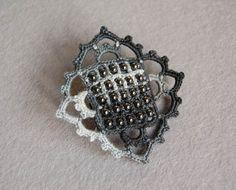 Free pattern -- Beaded, crocheted brooch