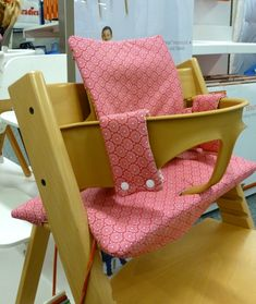 coussin chaise haute stokke tripp trapp pikebou 3 Plus Baby Set, Trip Trapp, Chaise Haute Stokke, Chaise Tripp Trapp, Diy Bebe, Diy Cushion, Baby Eating, Mini Me, Cushions