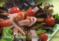 Ensalada de higos con jamón y tomates