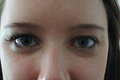 Mit Wimpernverlängerung - ohne Wimpernverlängerung.