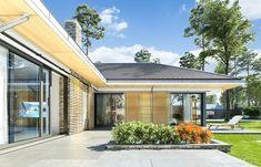 Projekt domu Wyjątkowy 2 - 201.09 m2 - koszt budowy 361 tys. zł House Plans Mansion, Family House Plans, Dream House Plans, Bungalow House Design, Modern Bungalow, House Layout Plans, House Layouts, House Outside Design, House Design Pictures