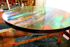 Top funky table ronde peinte coloré autour des tables en   Etsy Reclaimed Doors, Reclaimed Wood Art, Barn Wood, Door Wood, Pipe Table, Acrylic Craft Paint, Round Table Top, Wood Mosaic, How To Distress Wood