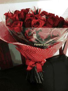 Floreria en Cancún  Ramo de 48 rosas rojas! Precios y modelos : www.floreriazazil.com #floreriasencancun #floreriazazil #cancunflorist