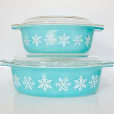 Vintage Pyrex  Blue Turquoise Snowflake Casserole