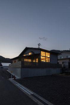#夕景 #外観 #あかり Cabin, House Styles, Home Decor, Decoration Home, Room Decor, Cabins, Cottage, Home Interior Design, Wooden Houses