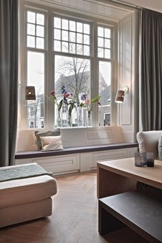 The Home Decor Guru – Interior Design For Bedrooms Home Living, My Living Room, Art Of Living, Design Your Dream House, House Design, French Home Decor, Love Your Home, Apartment Design, Beautiful Interiors