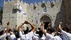 Berita Islam ! Sengaja Panaskan Situasi Gerombolan Ekstrimis Yahudi Serbu Al-Aqsa... Bantu Share ! http://ift.tt/2tQFaGm Sengaja Panaskan Situasi Gerombolan Ekstrimis Yahudi Serbu Al-Aqsa  Bertujuan untuk memanaskan ketegangan di Al-Haram Al-Sharif gerombolan massa ekstrimis Yahudi Israel garis keras menyerang kompleks Masjid Al-Aqsa di Yerusalem pada hari Kamis pagi (20/07) menurut pejabat Yayasan Wakaf Islam Yerusalem. Dalam sebuah langkah ilegal sekitar 182 ekstrimis Yahudi Israel…