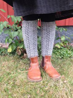 Benvärmare! – Kullerbytta textil Textiles, Knitted Animals, Boot Cuffs, Hunter Boots, Dress Me Up, Leg Warmers, Rubber Rain Boots, Socks, Liv