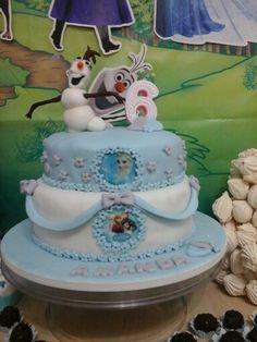 Bolo decorado tema Frozen