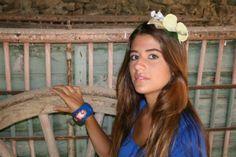 """Tocado """" Orquídea """" pieza única .45€ Pulsera pintada a mano con óleo ,ornamentos en pan de oro,barniz 8 capas y pulimento artesanal .35€ .Katia Márkina . Venta en """" A Mano"""" Ezcaray La Rioja España"""