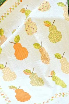 I am Loving this pear quilt by Fig Tree Quilts