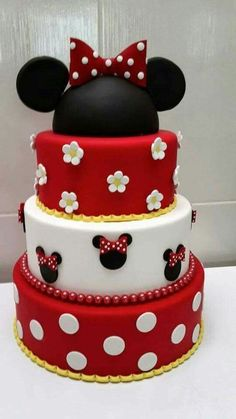 Birthday Cake Decorating Girls Minnie Mouse Ideas For 2019 Minni Mouse Cake, Bolo Da Minnie Mouse, Minnie Mouse Birthday Cakes, Minnie Cake, Mickey Birthday, 17 Birthday Cake, Birthday Cake Decorating, Cupcakes Decorating, 17th Birthday