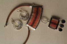 orfebre viña del mar telar - Buscar con Google Thread Jewellery, Fiber Art, Macrame, Jewerly, Jewelry Making, Personalized Items, Diy, Necklaces, Inspiration