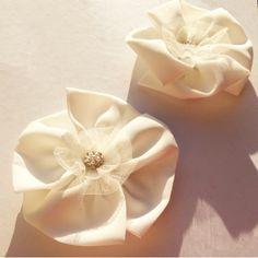 Clips chaussures - Fleur blanche pour personnaliser ses escarpins - Place du Mariage