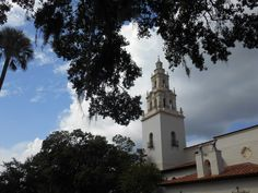 Towering above the other buildings on Rollins College campus, the iconic Knowles Chapel tower.  #rollinscollege #churches #winterparkfl #winterpark #iluvwinterpark #iluvparkavenue #iluvparkave #florida