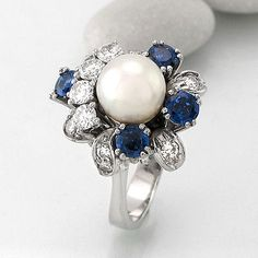 Ring with 1 Pearl Ø approx 8 MM + 4 Sapphires CA 1ct + 12 Bri approx 0,72 CT TW-VVS 18k WG