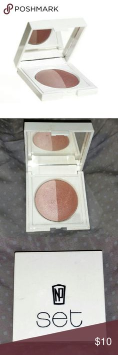 Napoleon Perdis Baked Powder Duo English Pink Napoleon Perdis, baked powder set in English Pink. This item Is used, but minimally and sanitized, with roughly 85-90% product left. Great as a soft blush, highlighter, or even a base eyeshadow. I'm all about making my products multi task, especially when you find something you love! Questions and reasonable offers welcome, no trades, so please don't ask. Thanks!! Napoleon Perdis Makeup Blush