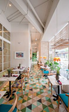 Taller KEN goes tropical for Saúl Bistro in Majadas Once • Bright playful commercial interior spaces •