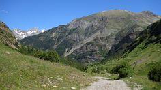 Aparece el macizo de Argualas y el Garmo Negro (3064 metros)