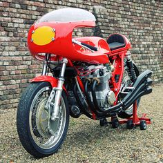 A technological prowess for the seventies, the 6 cylinders Benelli. 750cc!