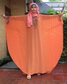 Dress Black Maxi Bridesmaid 38 Ideas For 2019 - Kleidung Modest Fashion Hijab, Abaya Fashion, Fashion Outfits, Abaya Mode, Mode Hijab, Abaya Designs, Islamic Fashion, Muslim Fashion, Stylish Dresses