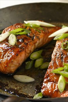 Salmon with honey and balsamic vinegar - smarter - calories: 290 kcal - time: 30 min. Honey Glazed Salmon Recipe, Teriyaki Glazed Salmon, Honey Salmon, Eat Smarter Low Carb, Honey Recipes, Healthy Recipes, Oven Roasted Salmon, Ground Beef Recipes Easy, Feta