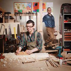 Tomasz to prawdziwa złota rączka - potrafi zrobić drewniane skrzyneczki, a nawet taboret! Edek dzielnie mu towarzyszy, ale poza tym lubi też piłkę nożną i ... kawę zbożową ;)