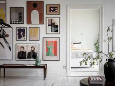 〚 Brick walls and wall gallery: bright apartment in Goteborg 〛 ◾ Photos ◾Ideas◾ Design Interior Wall Colors, Interior Walls, Home Interior, Scandinavian Apartment, Scandinavian Interior Design, Lovely Apartments, Bright Apartment, Exposed Brick Walls, Space Saving Furniture