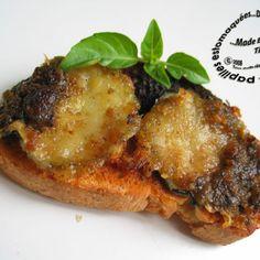Crostinis de concombre, mozzarella et pesto gratinés