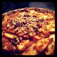 raw vegan spiced apple pie with a sweet nut crust. delicious. #nobake #raw #vegan #healthy #applepie #dessert