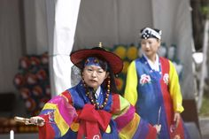 Festivals and culture in South Korea are fun to explore. The Andong Mask Dance festival is one of the most colourful and interesting ones.