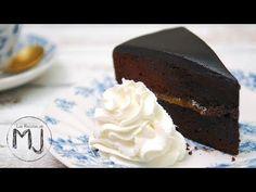keto chocolate mug cake Tart Recipes, Sweet Recipes, Dessert Recipes, Sacher Cake Recipe, Pastel Sacher, Keto Chocolate Mug Cake, Drip Cakes, Cookie Desserts, Sweet Bread