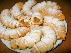 CORNULETE CU MERE Turkish Recipes, Cheesecakes, I Foods, Apple Pie, Food To Make, Shrimp, Sausage, Food And Drink, Menu