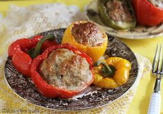 Un piatto che piace sempre a tutti: i Peperoni ripieni di carne macinata e poi cotti al forno. L'evoluzione della polpetta e del polpettone !