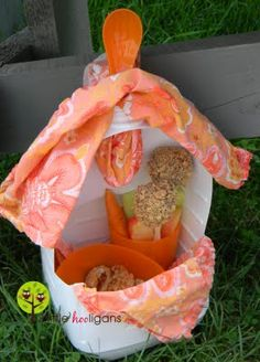 How to make a Kid's Lunch Tote from a milk jug. Fun idea for a little girls tea party too.