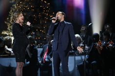 John Legend and Jennifer Nettles team up for an amazing Christmas duet!