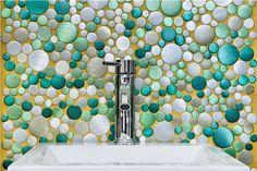 fabricación y diseño de mosaicos con diferentes materiales como aluminio esmaltado, marmól y porcelana
