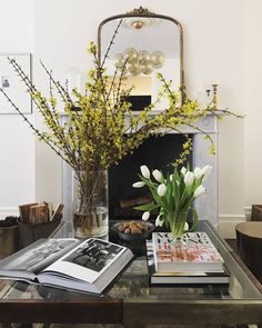 Coffee Table Styling, Decorating Coffee Tables, Home Interior Design, Interior Decorating, Sweet Home, Inspired Homes, Home Decor Inspiration, Decor Ideas, Home Gifts
