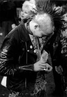 "Punk wearing a ""Joy Division"" leather jacket, January by Chris… Punk Guys, 80s Punk, God Save The Queen, Estilo Punk Rock, Arte Punk, Teddy Boys, Gothabilly, Riot Grrrl, New Romantics"