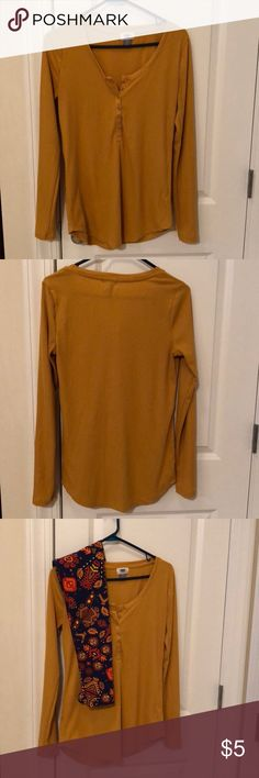 GUC Old Navy Henley (M) Gold/mustard colors are one of my favorites in fall! This Old Navy Henley will be a great go-to whether lounging at home or headed out and about!  Also posted in my closet paired with LuLaRoe leggings for a fall outfit!   Size - Medium  Care instructions - machine wash cold, dry flat Old Navy Tops Tees - Long Sleeve